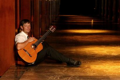 Classical guitarist Edward Burns